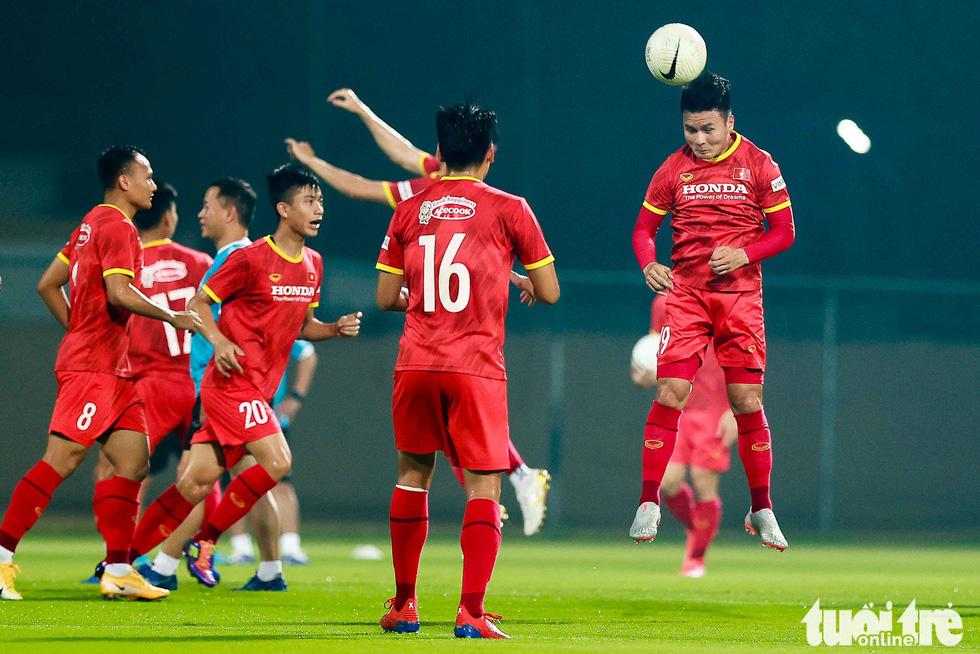 Tuyển Việt Nam tập đánh đầu, bứt tốc trước trận gặp Indonesia - Ảnh 3.