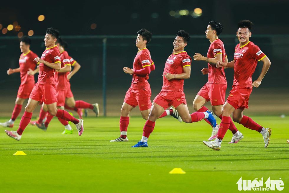 Tuyển Việt Nam tập đánh đầu, bứt tốc trước trận gặp Indonesia - Ảnh 4.