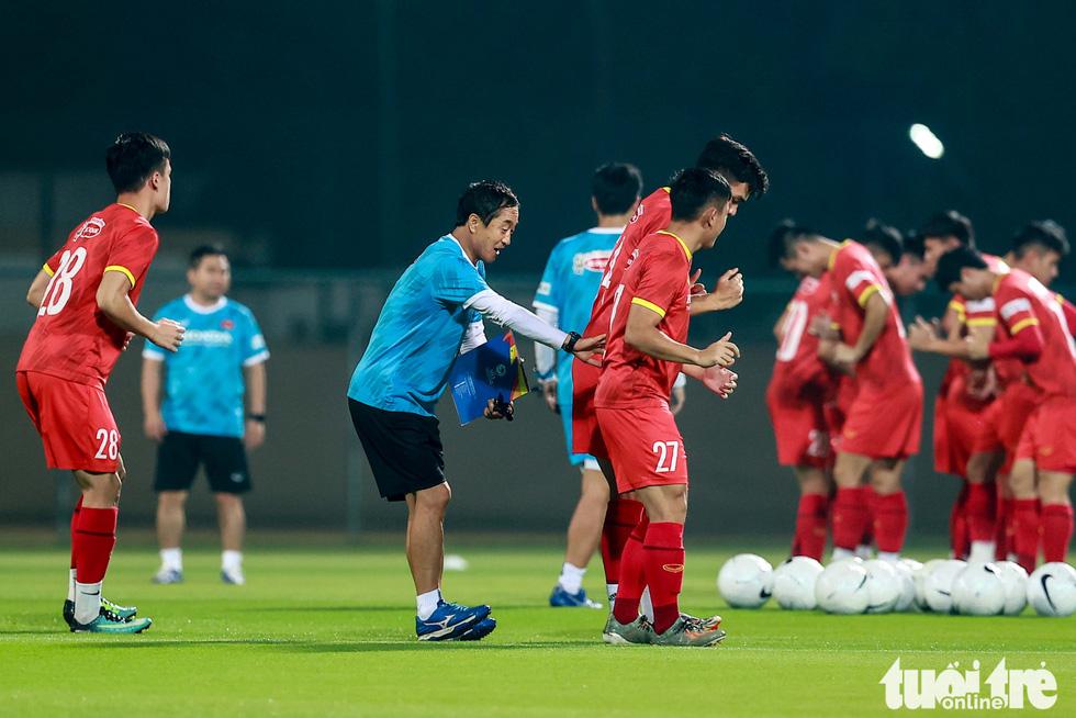 Tuyển Việt Nam tập đánh đầu, bứt tốc trước trận gặp Indonesia - Ảnh 8.