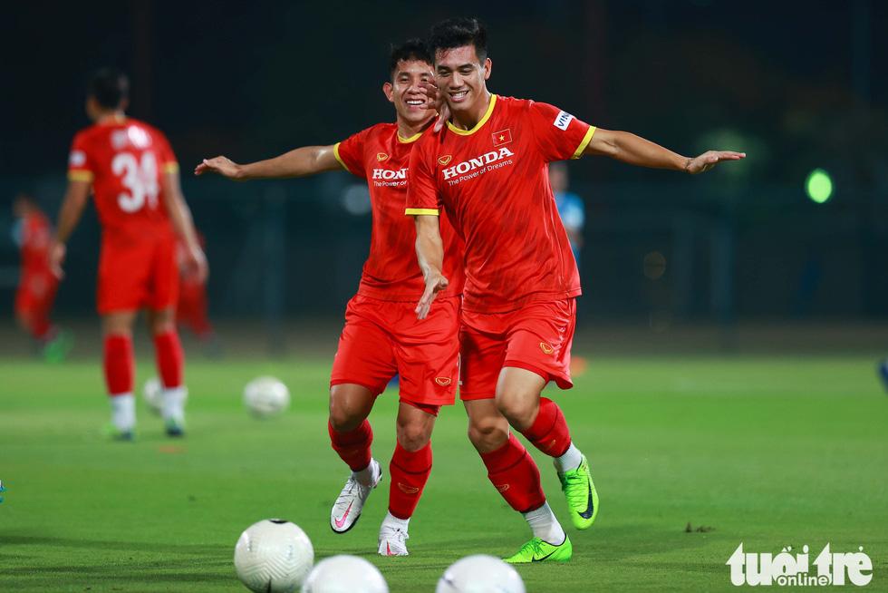 Ông Park hướng dẫn tuyển thủ kỹ thuật kèm người - Ảnh 3.