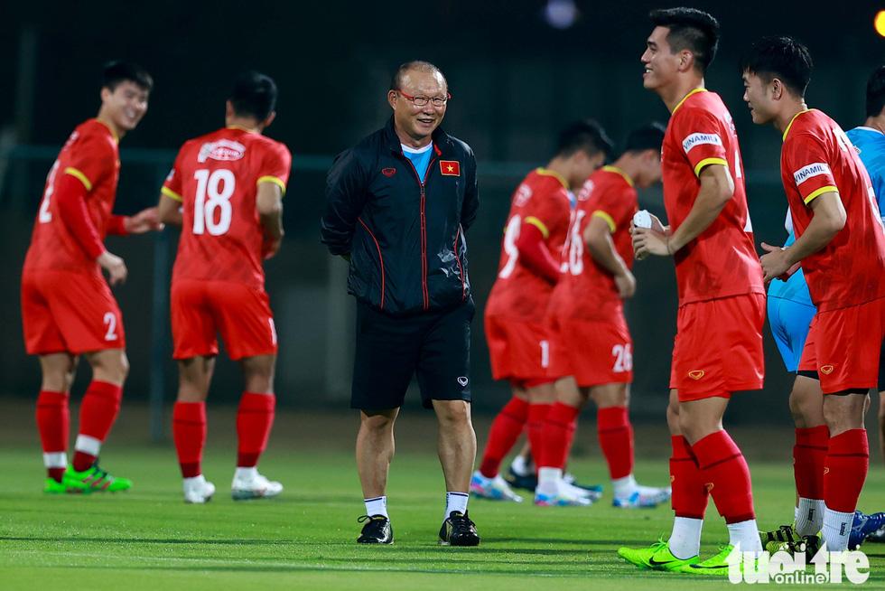 Ông Park hướng dẫn tuyển thủ kỹ thuật kèm người - Ảnh 6.