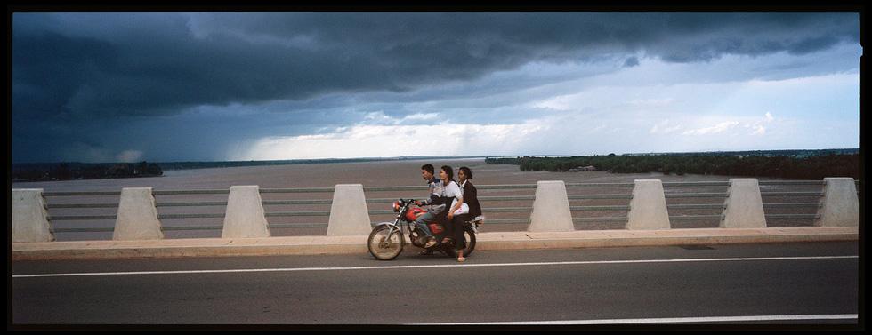 Nhiếp ảnh gia đi dọc Mekong Lâm Đức Hiền: Tôi háo hức gặp gỡ những chân tình - Ảnh 8.