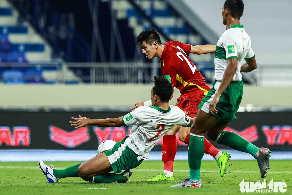 Hình ảnh khoảnh khắc quyết định trận đấu giữa Việt Nam và Indonesia - Ảnh 1.