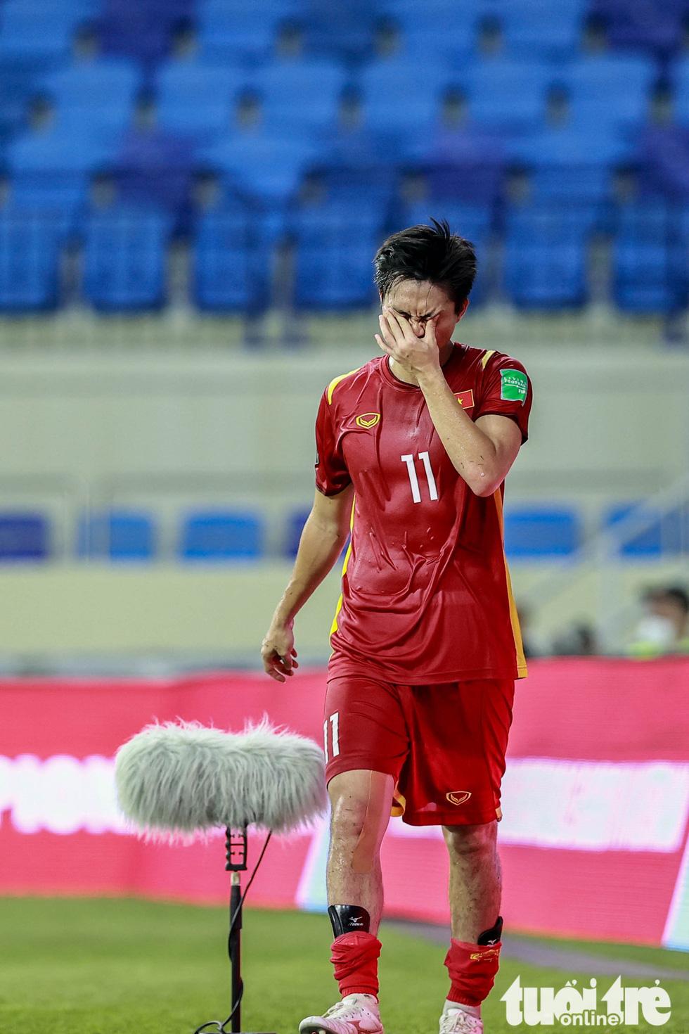 Những pha bóng triệt hạ xấu xí của tuyển Indonesia nhắm vào tuyển thủ Việt Nam - Ảnh 6.