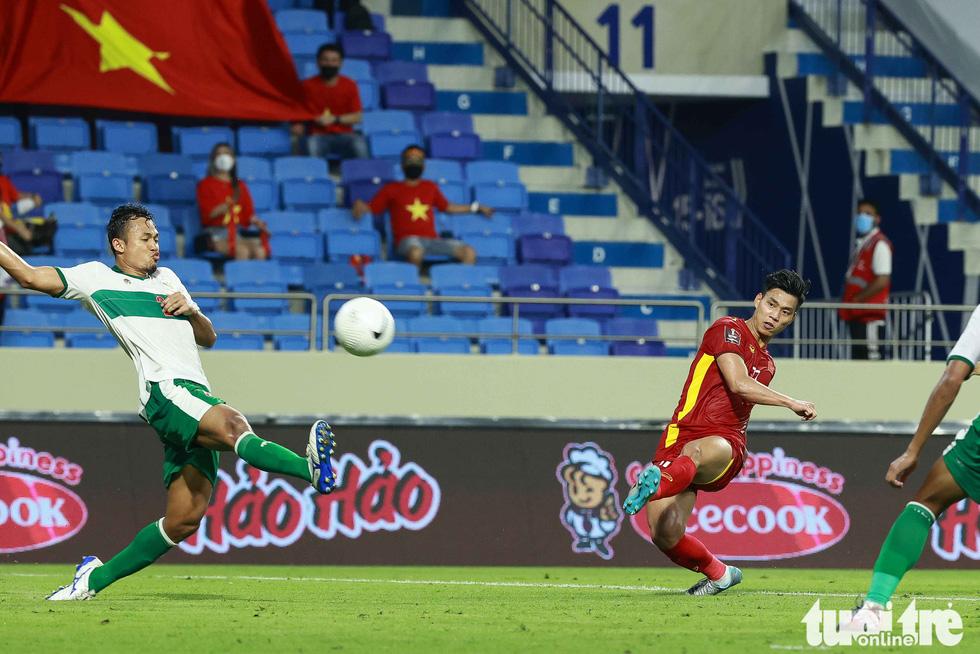 Hình ảnh khoảnh khắc quyết định trận đấu giữa Việt Nam và Indonesia - Ảnh 8.