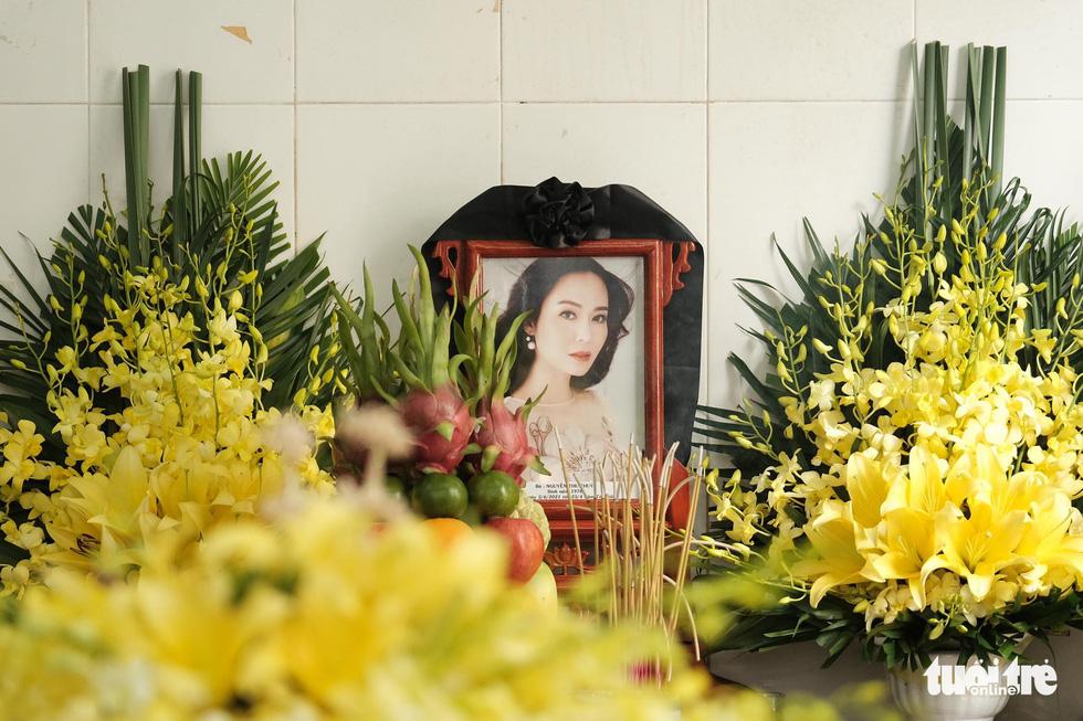 Gia đình, bạn bè đưa tiễn hoa hậu Nguyễn Thu Thủy - Ảnh 1.