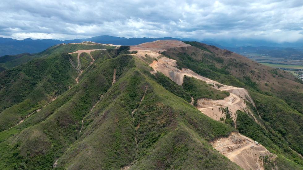 Cận cảnh núi Chín Khúc ở Nha Trang bị băm đứt từng khúc để làm đô thị, biệt thự - Ảnh 9.