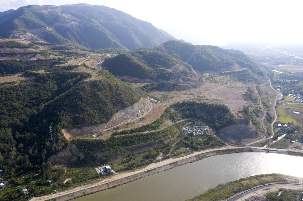 Cận cảnh núi Chín Khúc ở Nha Trang bị băm đứt từng khúc để làm đô thị, biệt thự - Ảnh 4.