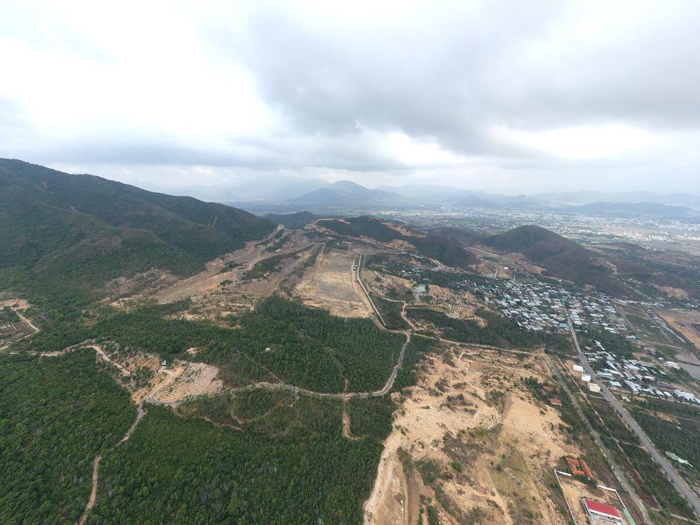 Cận cảnh núi Chín Khúc ở Nha Trang bị băm đứt từng khúc để làm đô thị, biệt thự - Ảnh 5.