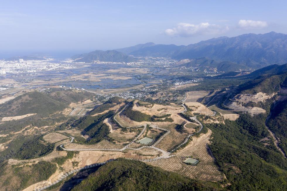 Cận cảnh núi Chín Khúc ở Nha Trang bị băm đứt từng khúc để làm đô thị, biệt thự - Ảnh 6.