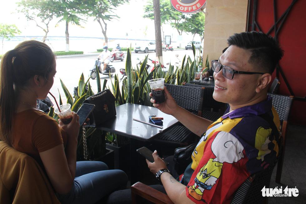 Dân Đà Nẵng tìm lại cảm giác quán xá sau một tháng đóng cửa - Ảnh 5.