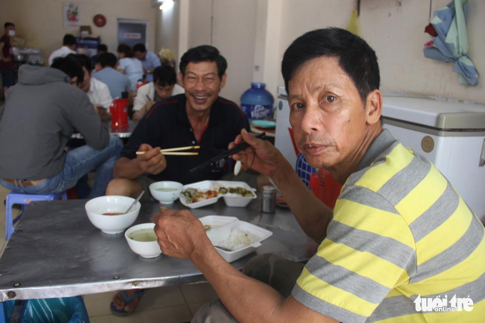 Dân Đà Nẵng tìm lại cảm giác quán xá sau một tháng đóng cửa - Ảnh 6.