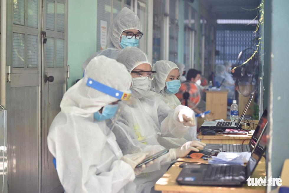 Bắt đầu lấy hơn 1 triệu mẫu xét nghiệm COVID-19 trên địa bàn TP.HCM - Ảnh 3.