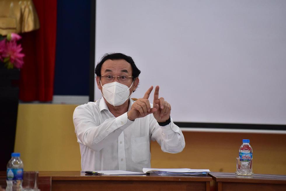 Bí thư Thành ủy TP.HCM gặp gỡ các chuyên gia, nhà khoa học cùng bàn cách chống dịch COVID-19 - Ảnh 1.