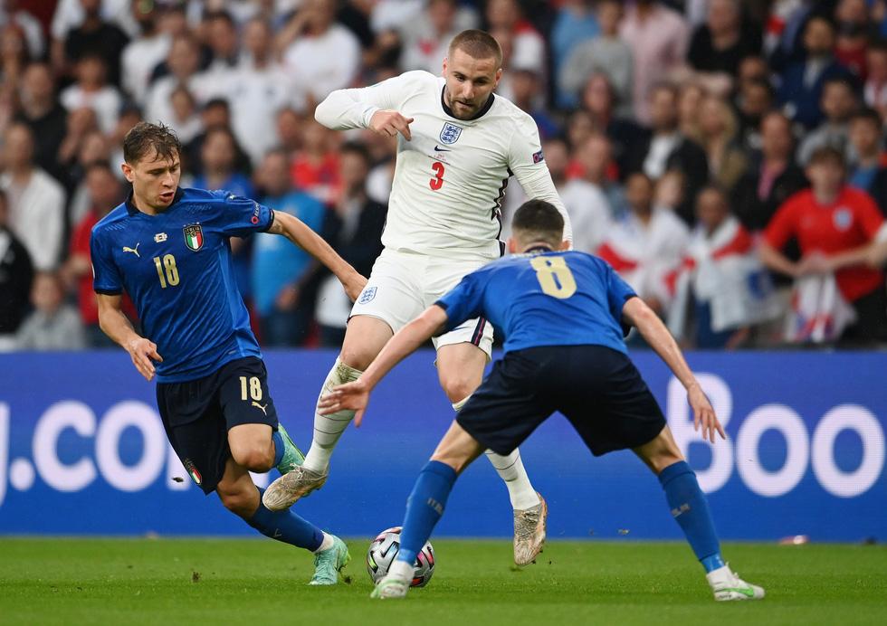 Những khoảnh khắc định đoạt trận chung kết Euro 2020 - Ảnh 4.