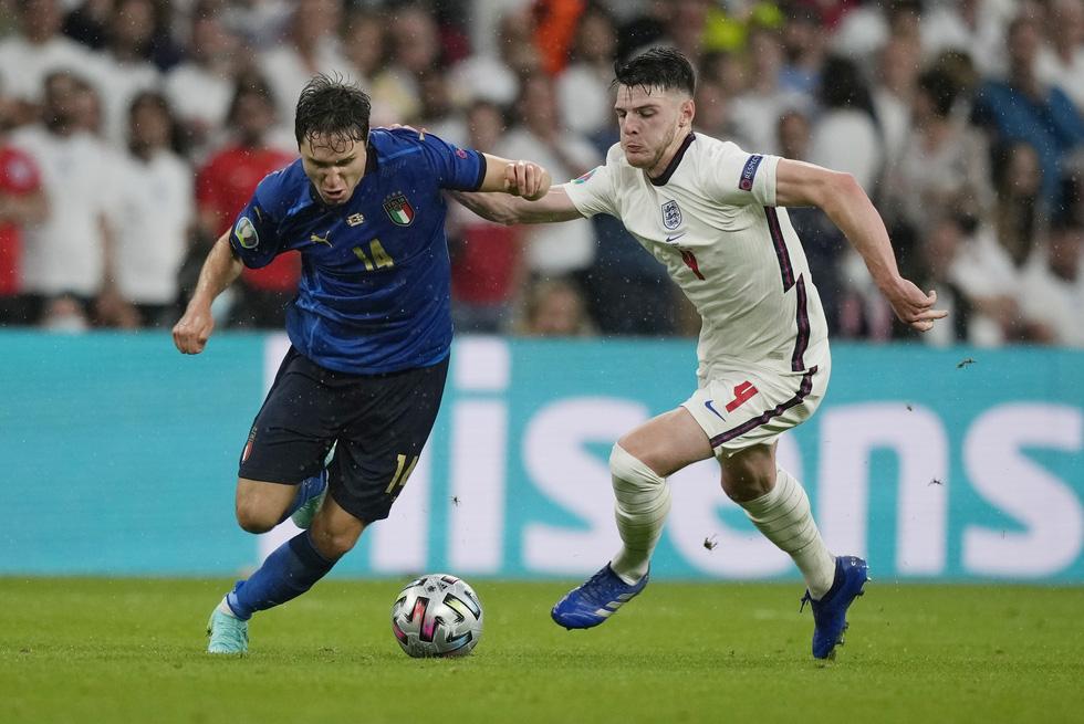 Những khoảnh khắc định đoạt trận chung kết Euro 2020 - Ảnh 8.