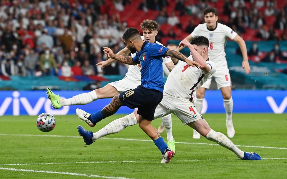 Những khoảnh khắc định đoạt trận chung kết Euro 2020 - Ảnh 10.