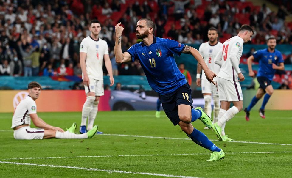 Những khoảnh khắc định đoạt trận chung kết Euro 2020 - Ảnh 12.