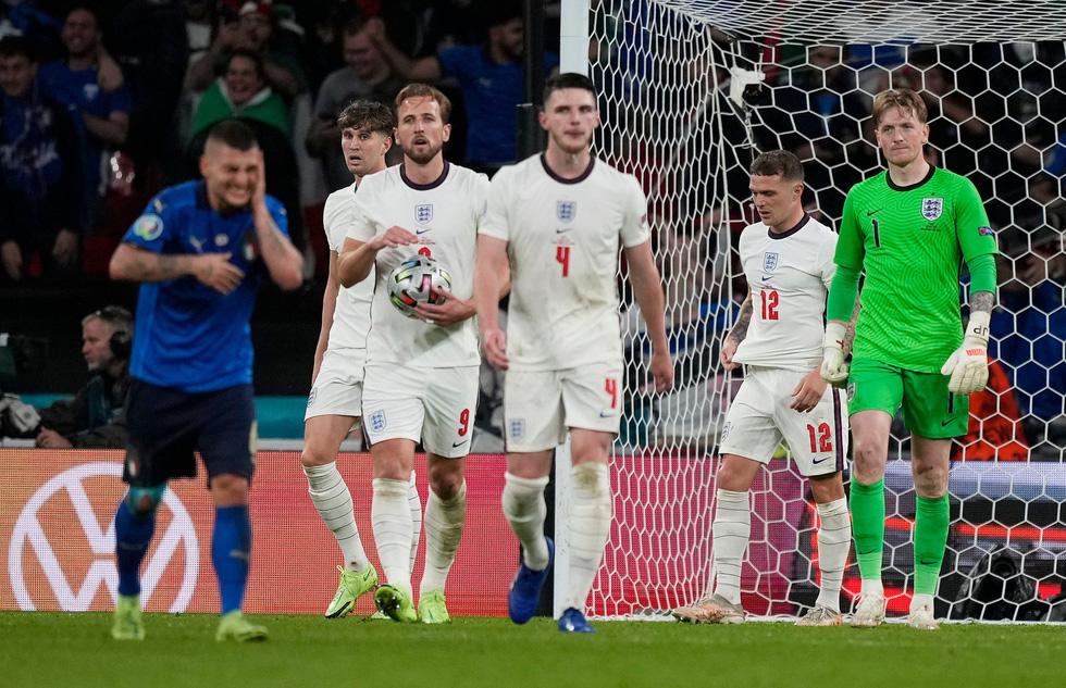 Những khoảnh khắc định đoạt trận chung kết Euro 2020 - Ảnh 13.
