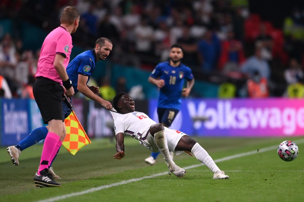 Những khoảnh khắc định đoạt trận chung kết Euro 2020 - Ảnh 15.