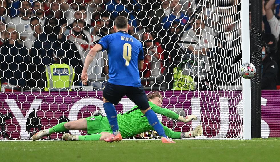Những khoảnh khắc định đoạt trận chung kết Euro 2020 - Ảnh 18.