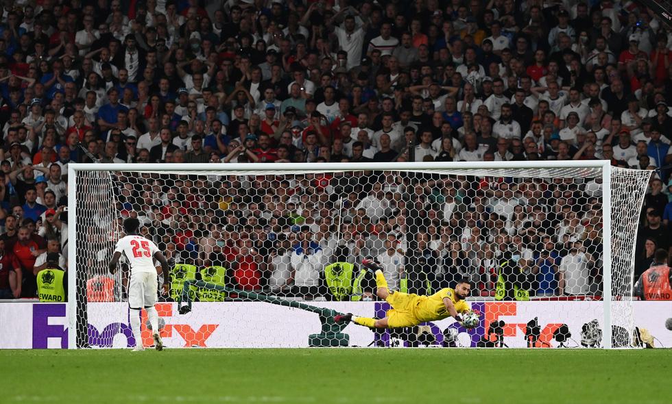 Những khoảnh khắc định đoạt trận chung kết Euro 2020 - Ảnh 21.