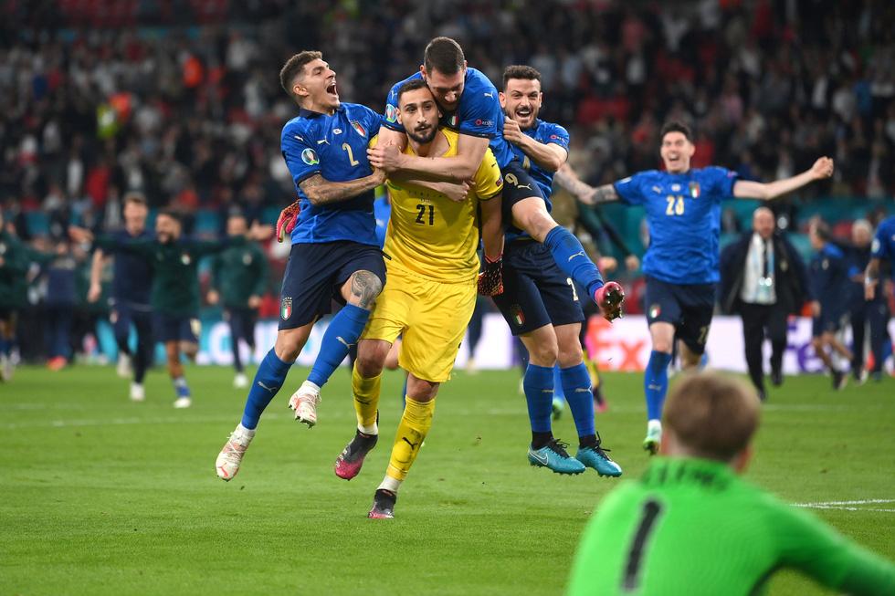 Những khoảnh khắc định đoạt trận chung kết Euro 2020 - Ảnh 22.