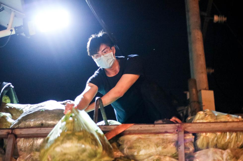 Thâu đêm đưa những vườn rau Lâm Đồng đến với Sài Gòn - Ảnh 5.