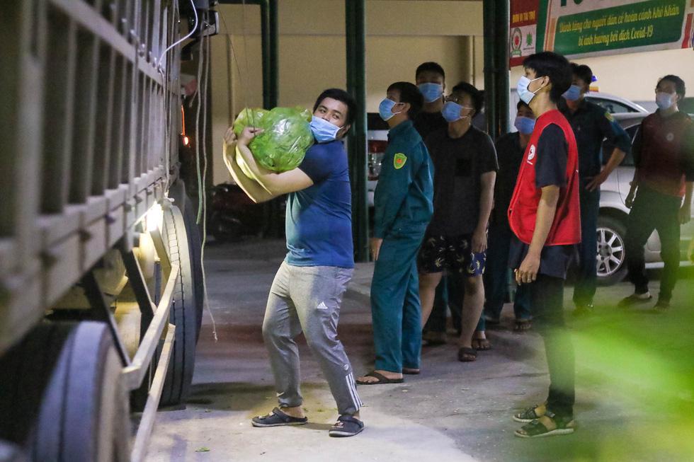 Thâu đêm đưa những vườn rau Lâm Đồng đến với Sài Gòn - Ảnh 6.