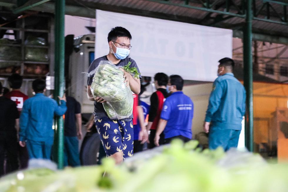 Thâu đêm đưa những vườn rau Lâm Đồng đến với Sài Gòn - Ảnh 1.