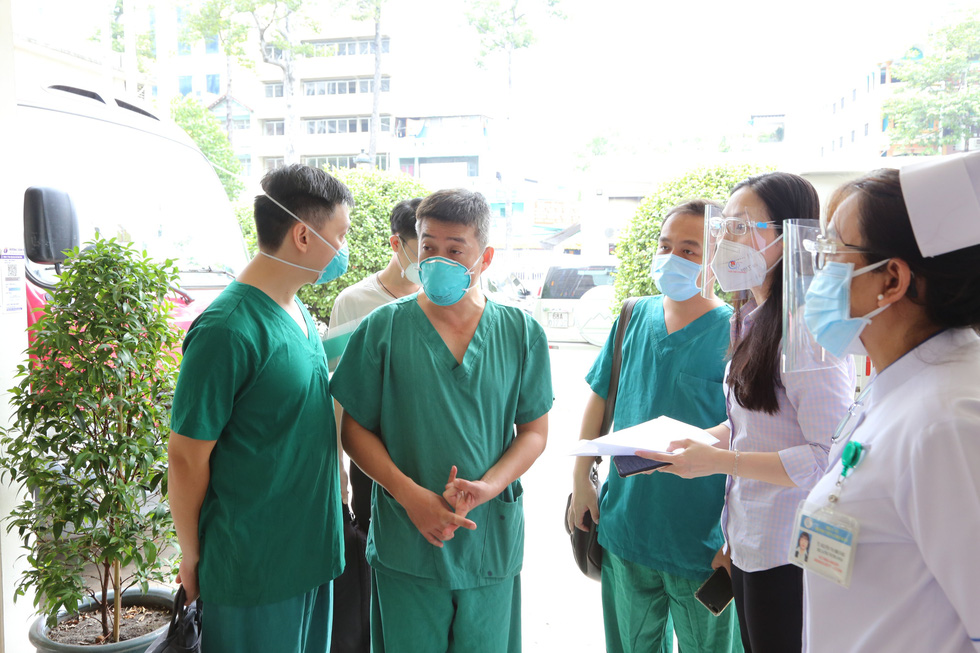Cận cảnh bệnh viện 1.000 giường điều trị bệnh nhân COVID-19 nặng - Ảnh 9.