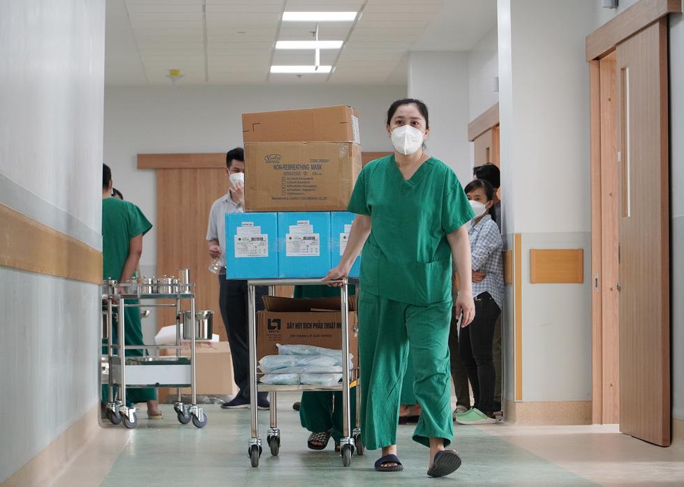 Cận cảnh bệnh viện 1.000 giường điều trị bệnh nhân COVID-19 nặng - Ảnh 4.