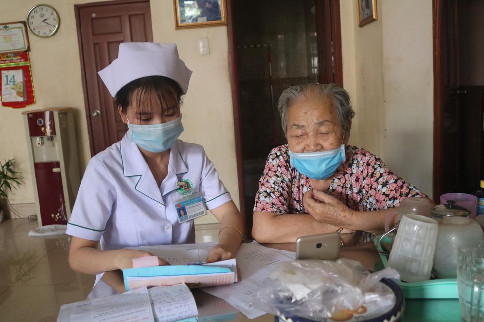 Hơn 130 bác sĩ ở TP.HCM tư vấn sức khỏe miễn phí cho người dân mùa dịch - Ảnh 1.