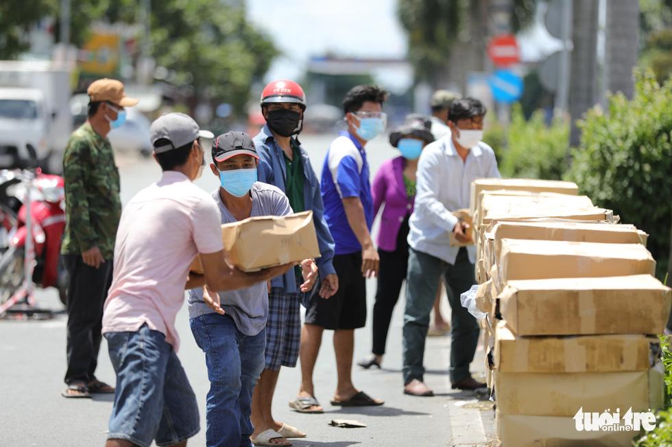 Nhận cá gửi từ Đà Nẵng, người dân bị phong tỏa ở TP.HCM 'khắc ghi mãi ân tình - Ảnh 5.