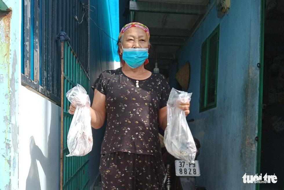 Nhận cá gửi từ Đà Nẵng, người dân bị phong tỏa ở TP.HCM 'khắc ghi mãi ân tình - Ảnh 9.