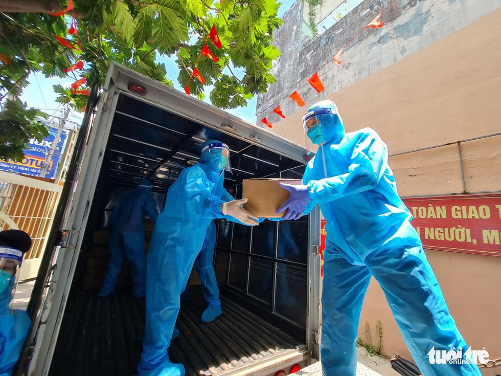 Nhận cá gửi từ Đà Nẵng, người dân bị phong tỏa ở TP.HCM 'khắc ghi mãi ân tình - Ảnh 3.