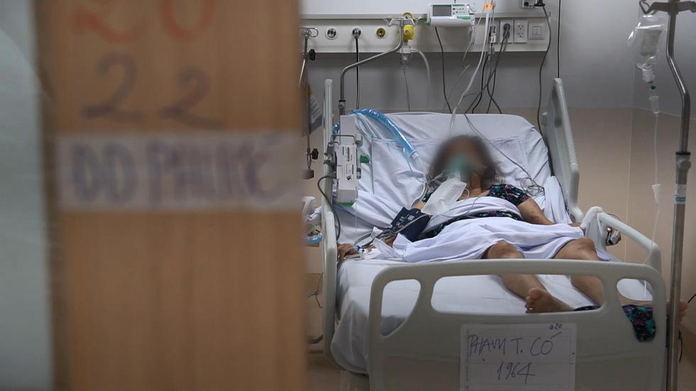 Sau 4 ngày, bệnh viện hồi sức 1.000 giường tiếp nhận khoảng 160 bệnh nhân nặng, nguy kịch - Ảnh 4.