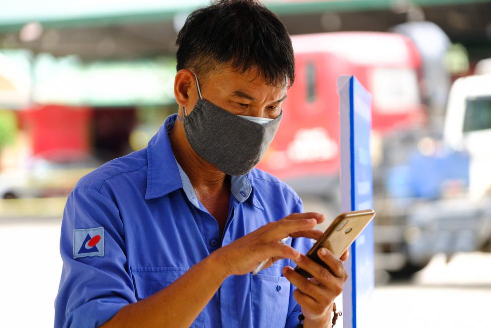 Căng mình, chạy hết tốc lực giải tỏa xe ùn ứ ở cửa ngõ Lâm Đồng - Ảnh 9.