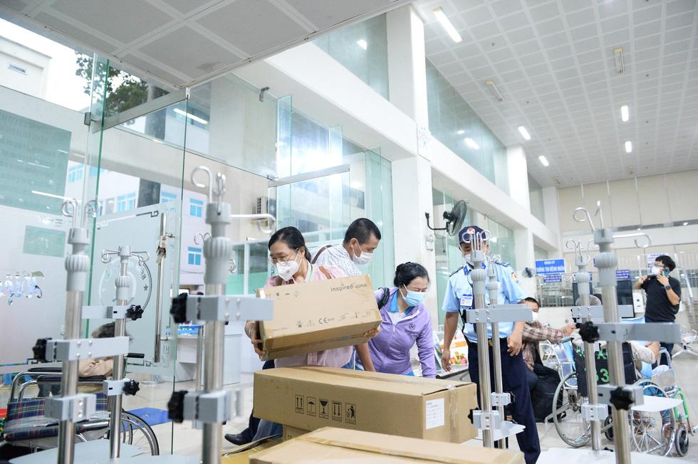 Giữa đại dịch, cỗ máy nhân ái khổng lồ của người Sài Gòn không hề mệt mỏi - Ảnh 8.