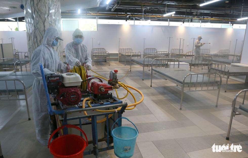 Bên trong Bệnh viện dã chiến số 5 Thuận Kiều Plaza trước giờ nhận bệnh - Ảnh 9.