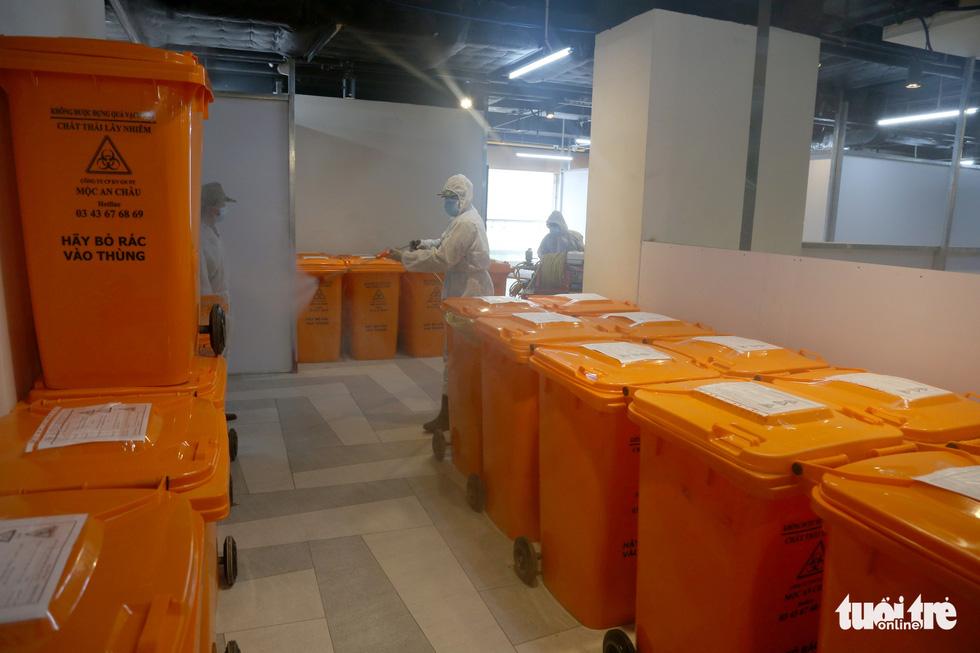 Bên trong Bệnh viện dã chiến số 5 Thuận Kiều Plaza trước giờ nhận bệnh - Ảnh 8.