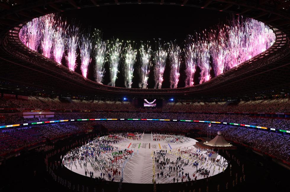 Đài lửa đã được thắp sáng, Olympic 2020 chính thức khai mạc - Ảnh 14.