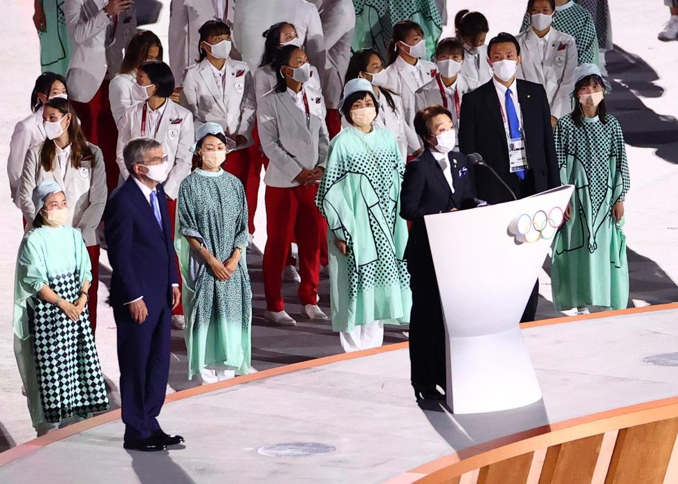 Đài lửa đã được thắp sáng, Olympic 2020 chính thức khai mạc - Ảnh 13.