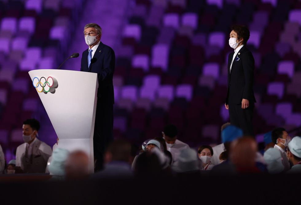 Đài lửa đã được thắp sáng, Olympic 2020 chính thức khai mạc - Ảnh 12.