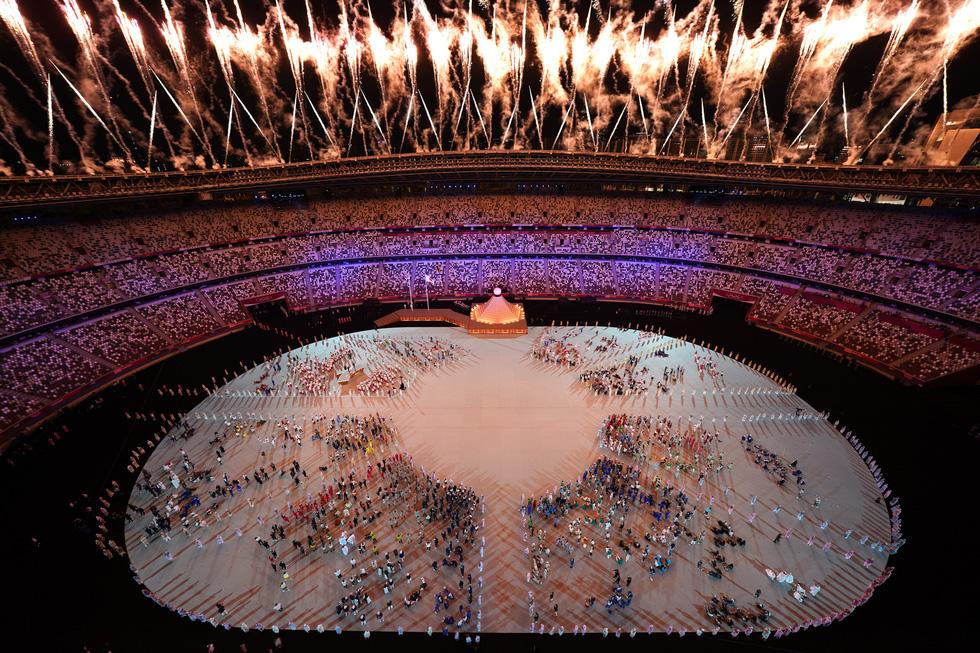 Đài lửa đã được thắp sáng, Olympic 2020 chính thức khai mạc - Ảnh 11.