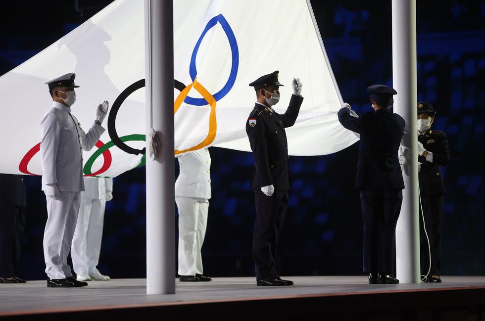 Đài lửa đã được thắp sáng, Olympic 2020 chính thức khai mạc - Ảnh 8.