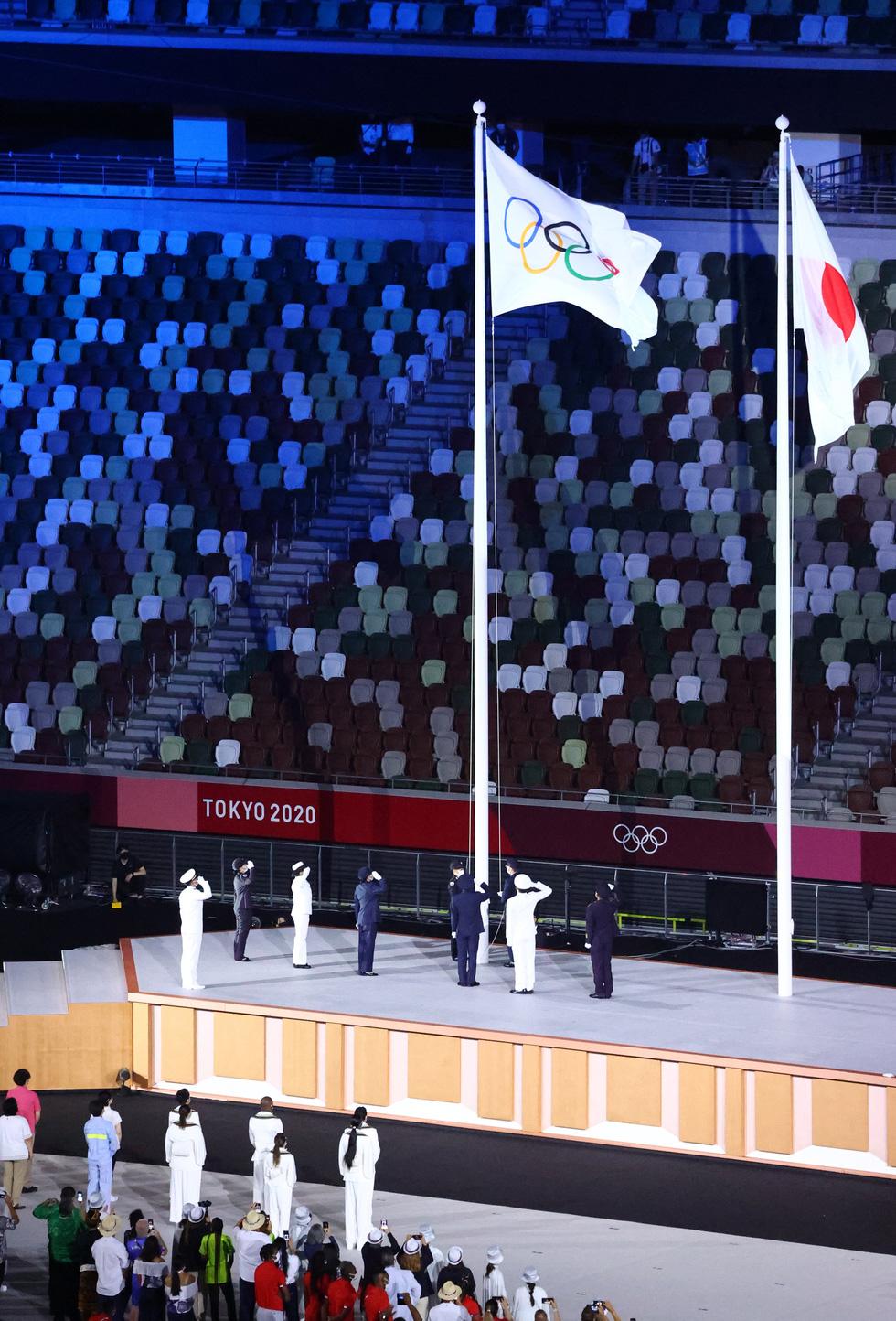 Đài lửa đã được thắp sáng, Olympic 2020 chính thức khai mạc - Ảnh 9.