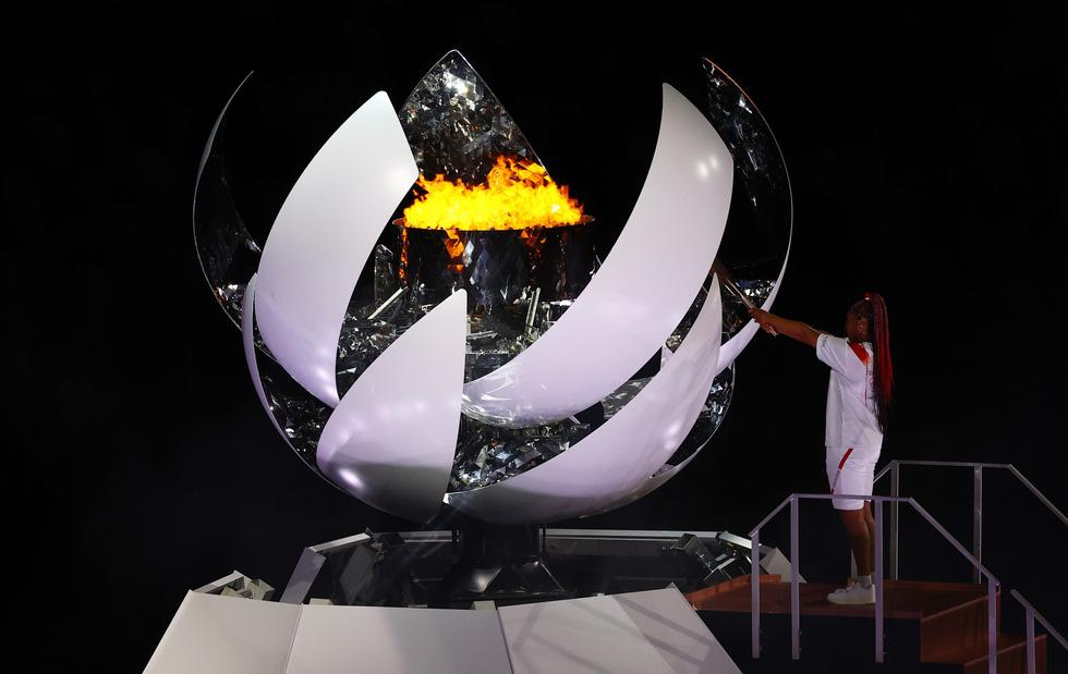 Đài lửa đã được thắp sáng, Olympic 2020 chính thức khai mạc - Ảnh 6.