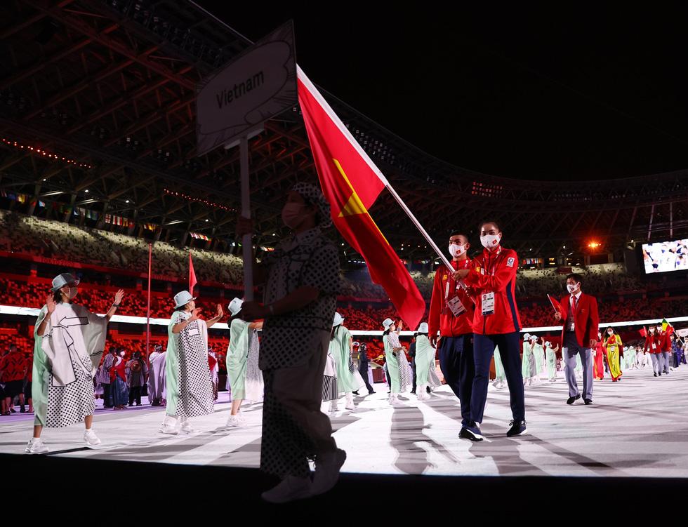 Đài lửa đã được thắp sáng, Olympic 2020 chính thức khai mạc - Ảnh 3.
