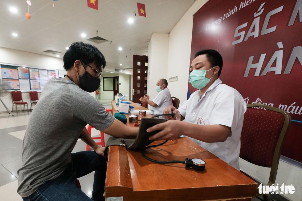 'Anh xế miễn phí' chạy phân khối lớn đưa người dân đi hiến máu tình nguyện - Ảnh 5.